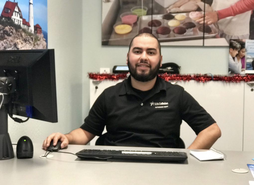 Josue, consultant for 7 years at our Fort Bragg store, is a business account expert